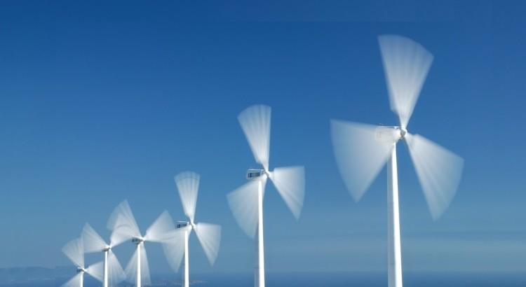varias turbinas em movimento